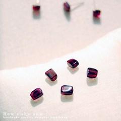 [하우즈쉬나우] 천연 가넷 스퀘어 silver earrings (1월 탄생석)