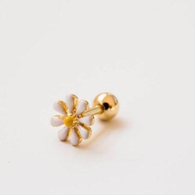 화이트 노랑 봄꽃 피어싱