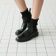Round banding ankle boots