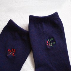 embroidery socks_berry