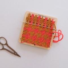 Little weaver needle