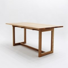 오크 플로팅 테이블