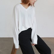 V-neck long sleeve tee