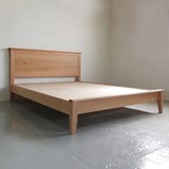 봄밤 침대