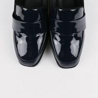 Classy enamel shoes