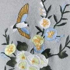 새들의 정원 자수 스웨터