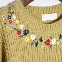 위잉 플라워 자수 스웨터
