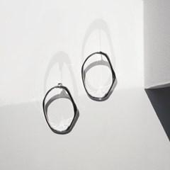 Hammer fiqure frame earrings