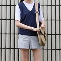 V-neck basic knit vest