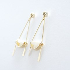 Half moon-shell earring