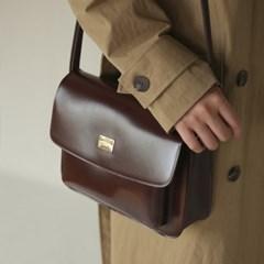 volume pocket shoulder bag