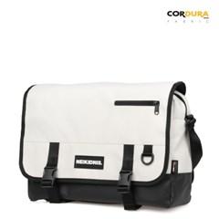 ICON MESSENGER BAG / IVORY