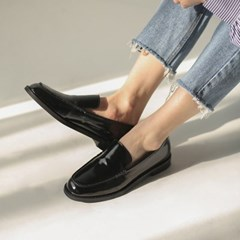 glossy simple loafer
