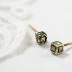 라운드 사각 마카사이트 귀걸이