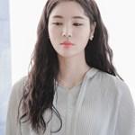 제이로렌 M02433 퓨어화이트 언발 자개꽃 나비귀걸이_(630112)