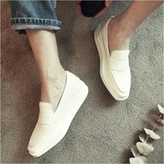 WITE A022 - CREAM LOAFER