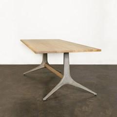 D8 칸 트레슬 테이블