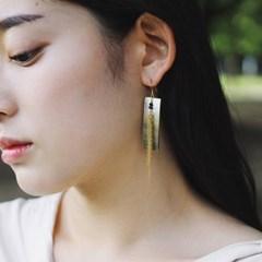 gold tassel nacre earring