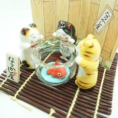 마네키네코-세마리 고양이와 금붕어(T9323)