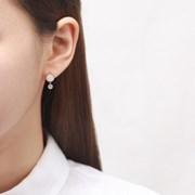심플 화이트라운드 귀걸이