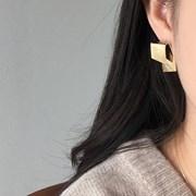 Folder earring