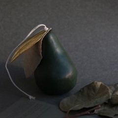 SHAPE CANDLE _ PEAR _ deep green