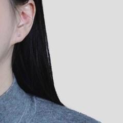 (92.5 silver) tiny bar earring