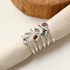 [normaldott] tiny iolite silver Ring
