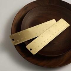 책상을 돋보이게 하는 골드 삼각자 각도기 막대자