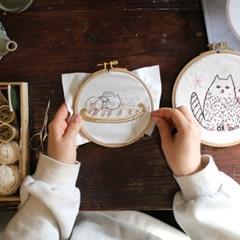 포근한 담요위 돼냥이 세마리 가랜드 만들기 프랑스자수 KIT