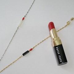 Red lipstick glasses chain