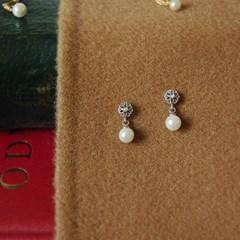 [하우즈쉬나우] Lyn To Spring, Flower Cubic Petit Earrings