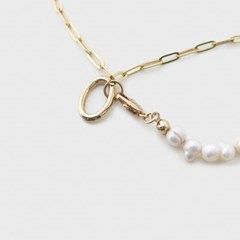 pearl line bracelet