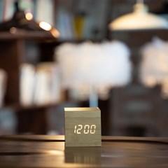 LED 큐브 우드 탁상시계_(1106504)