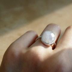 [하우즈쉬나우] 달과 당신의 거리, 사랑의 문스톤 Ring (6월 탄생석)