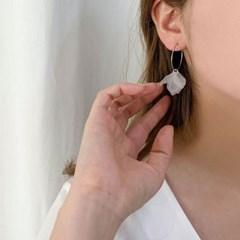 [귀찌가능] 화이트 꽃잎 링 귀걸이