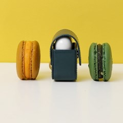 FENNEC LEATHER AIRPODS CASE - MOSS GREEN