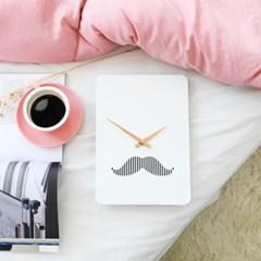 북유럽 스타일의 감각적인 콧수염 벽시계