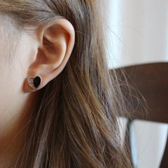 살롱 드 라템 레오파드 하트 귀걸이_블랙(AGIS9C16TBJB)
