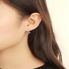 살롱 드 라템 패턴 스퀘어 귀걸이_블랙체크(AGIS9C15TBJB)