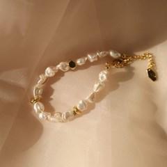 ugly pearl bracelet