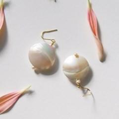 discus pearl earrings