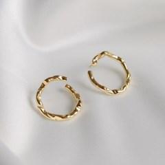 crumple circle earrings