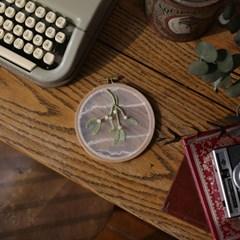 겨우살이 투명자수 액자 DIY KIT - 이본느모건의 식물채집 자수