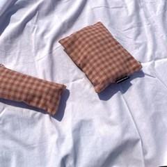 인디언 핑크 체크 파우치(Indian pink check pouch)