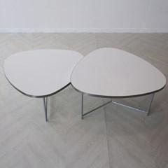로이퍼니처랩 라미네이트 삼각형 화이트 소파 테이블_(2563175)