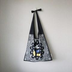 디즈니 미키 페이즐리 반다나 매듭 숄더백 (2color)