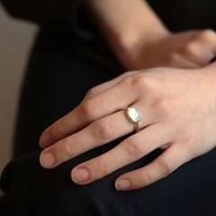 [normaldott] Grey moonstone solitaire ring