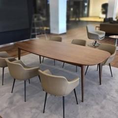월넛 무늬목 다이닝 테이블