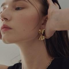 bold objet earring